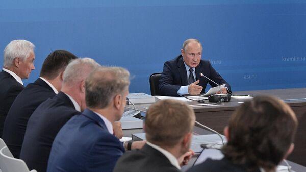 Президент РФ Владимир Путин проводит заседание наблюдательного совета Агентства стратегических инициатив