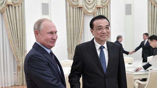 Президент РФ Владимир Путин и премьер Государственного совета КНР Ли Кэцян во время встречи. 18 сентября 2019