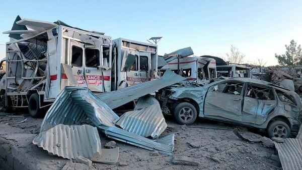 На месте взрыва заминированной машины в городе Калат в провинции Забуль, Афганистан. 19 сентября 2019