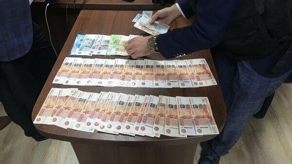 Пресечение деятельности организованной преступной группы в Ялте, которая за взятки организовала незаконный канал миграции на территорию России