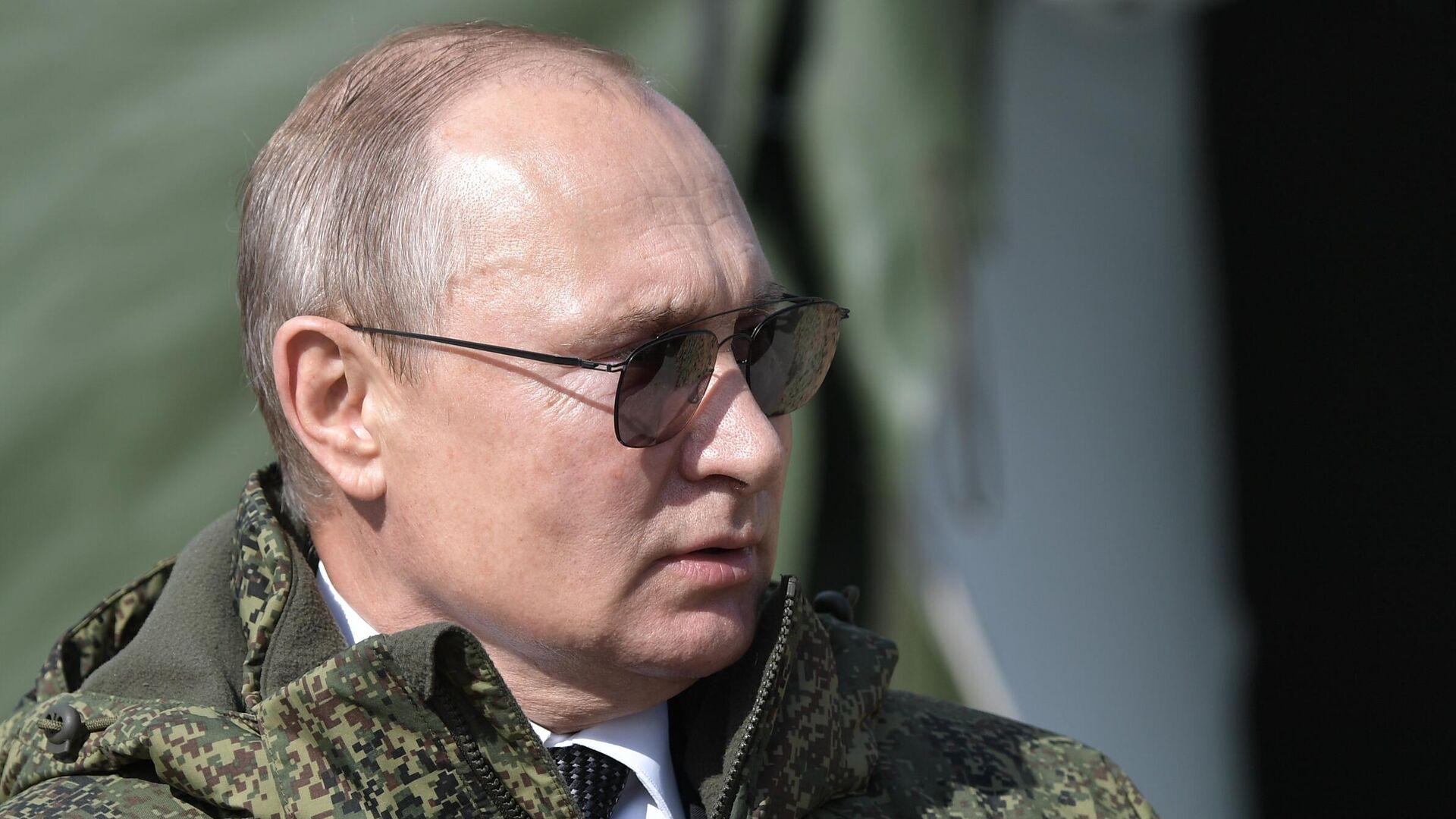 Президент РФ Владимир Путин на полигоне Донгуз - РИА Новости, 1920, 19.02.2021