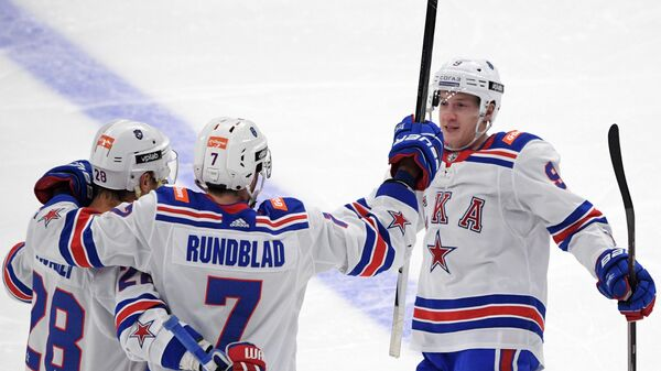 Хоккеисты СКА Андрей Зубарев, Давид Рундблад и Дмитрий Кагарлицкий