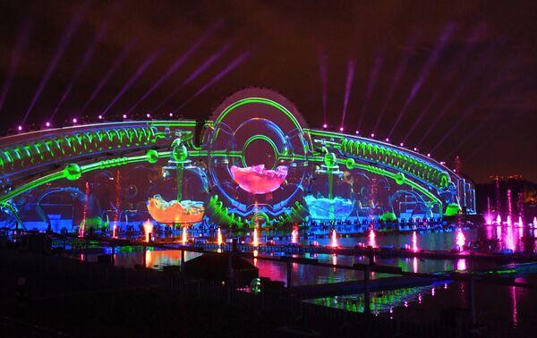 Мультимедийное световое шоу в рамках международного фестиваля Круг света 2019 на Гребном канале в Москве