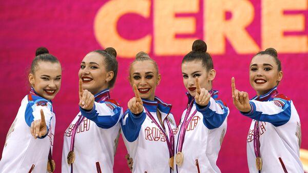 Слева направо: гимнастки сборной России Анастасия Шишмакова, Мария Толкачева, Анастасия Максимова, Анжелика Стубайло и Евгения Леванова