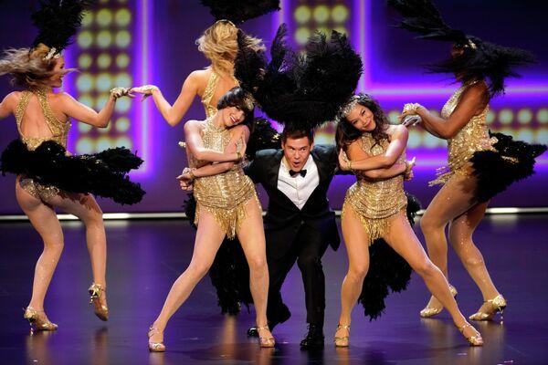 Адам Дивайн во время выступления на церемонии вручения премии Эмми в Лос-Анджелесе