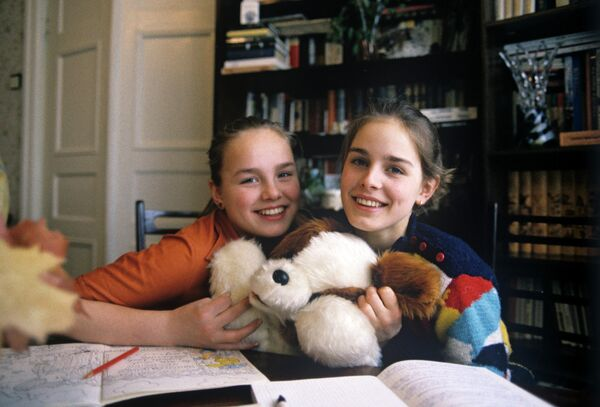 Фигуристка Екатерина Гордеева (справа) со своей младшей сестрой Марией