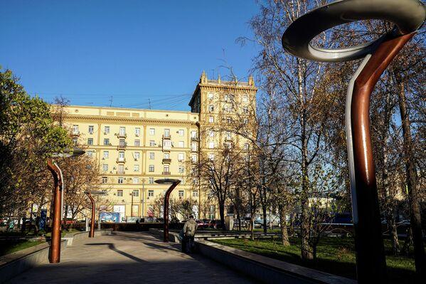 Фонари на площади Цезаря Куникова в Москве