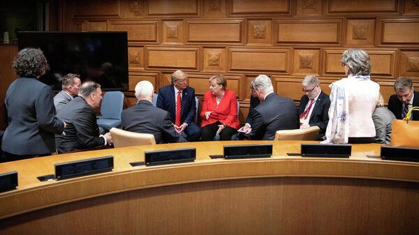 Президент США Дональд Трамп во время встречи с канцлером Германии Ангелой Меркель в штаб-квартире ООН в Нью-Йорке. 24 сентября 2019
