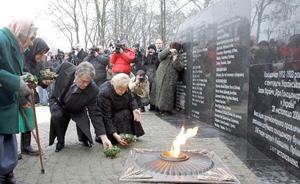 Президент Украины Виктор Ющенко открыл памятник жертвам голодомора 1930-х годов в селе Гора Бориспольского района Киевской области