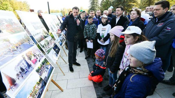 Губернатор Московской области Андрей Воробьев во время проверки хода работ по благоустройству общественных пространств в Звездном городке