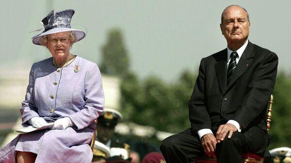 Британская королева Елизавета II и президент Франции Жак Ширак. 6 июня 2004 года