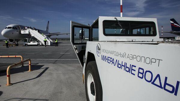Самолет в аэропорту Минеральные воды