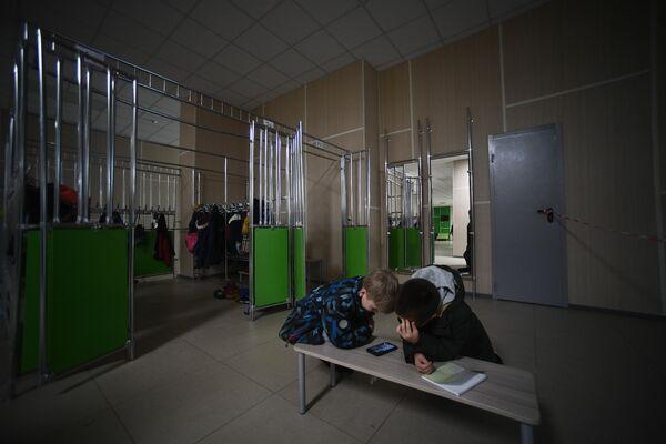 ГБОУ Школа №2070, гардеробная зона.