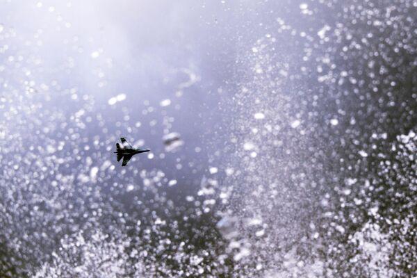 Истребитель СУ-35 во время празднования дня оружейника в Ижевске