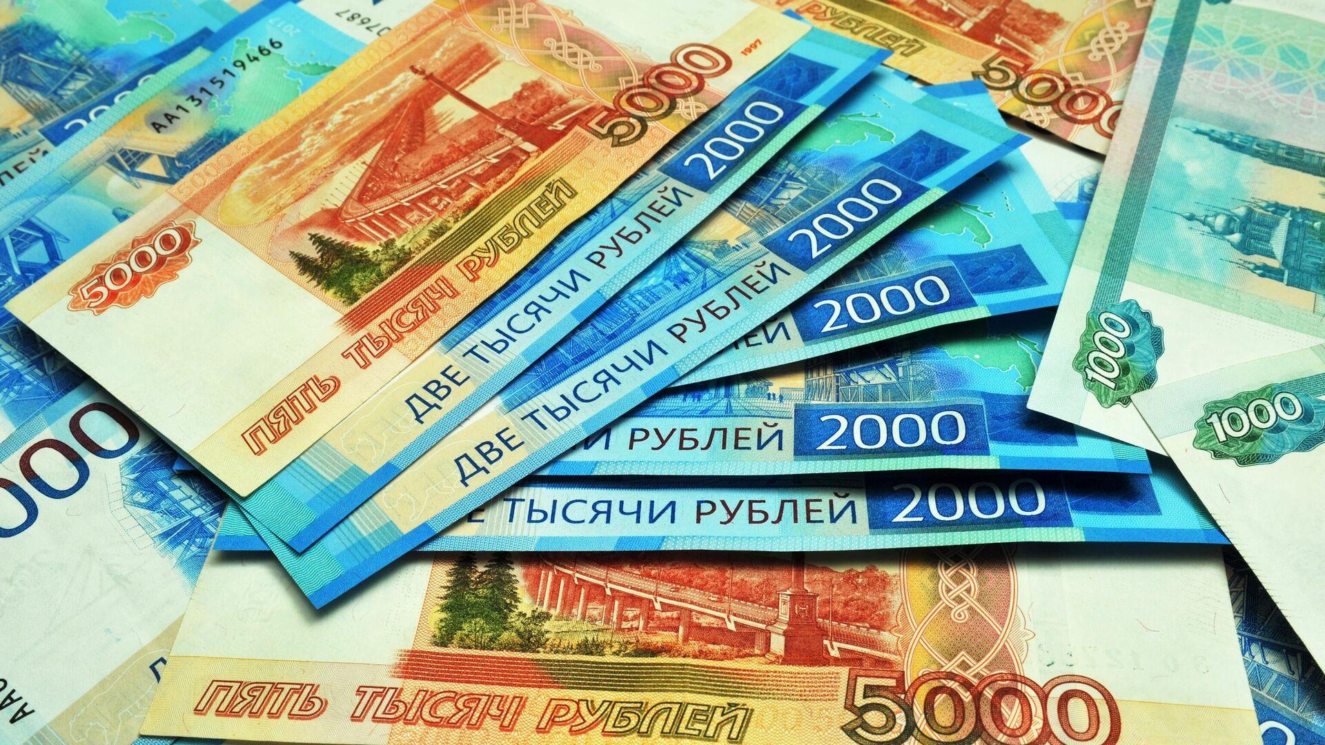 Банкноты номиналом 1000, 2000 и 5000 рублей - РИА Новости, 1920, 01.10.2020