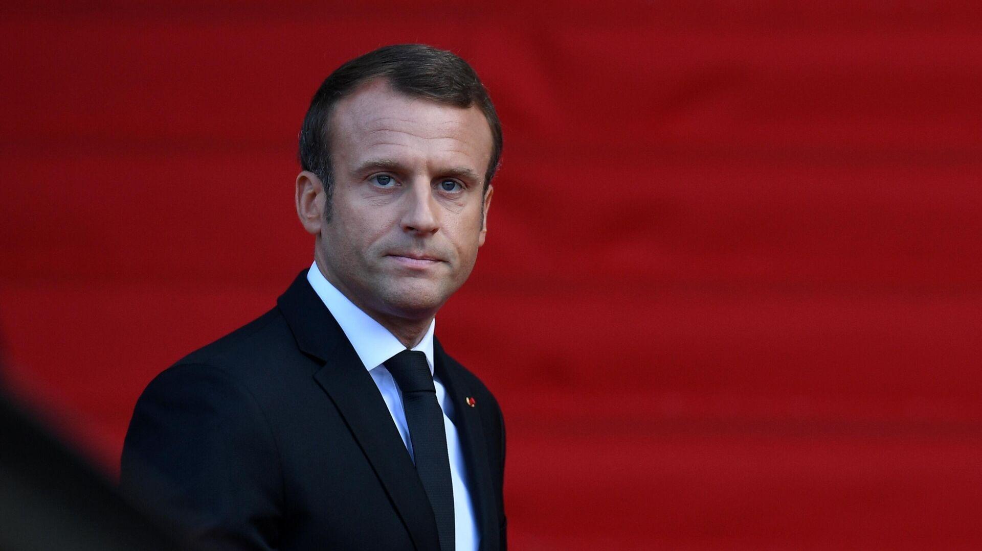 Президент Франции Эммануэль Макрон перед началом траурной церемонии прощания с бывшим президентом Франции Жаком Шираком - РИА Новости, 1920, 28.09.2020