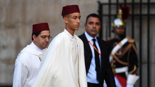 Наследный принц Марокко Мулай Хассан перед началом траурной церемонии прощания с бывшим президентом Франции Жаком Шираком у церкви Сен-Сюльпис.