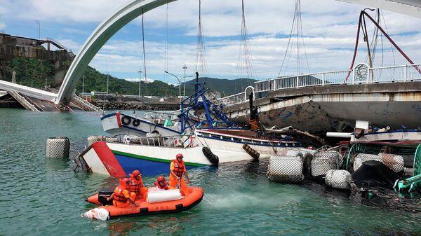 На месте обрушения моста на Тайване. 1 октября 2019