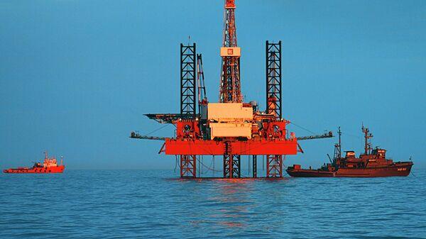 Самоподъемная плавучая буровая установка Астра в Каспийском море