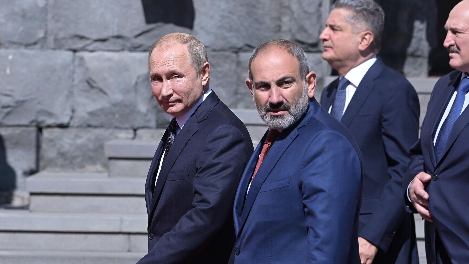 Президент РФ Владимир Путин и премьер-министр Армении Никол Пашинян на саммите ЕАЭС в Ереване - РИА Новости, 1920, 27.09.2020