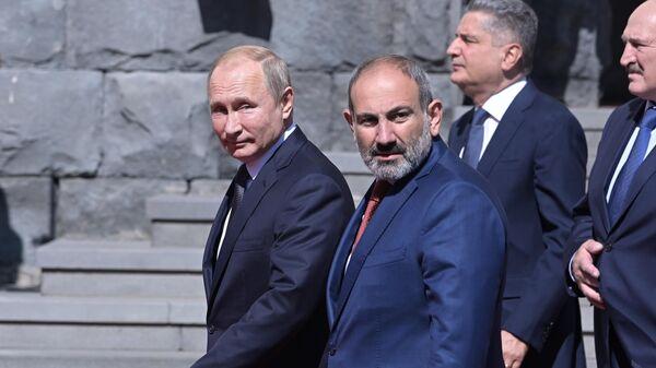 Президент РФ Владимир Путин и премьер-министр Армении Армении Никол Пашинян на саммите ЕАЭС в Ереване. 1 октября 2019