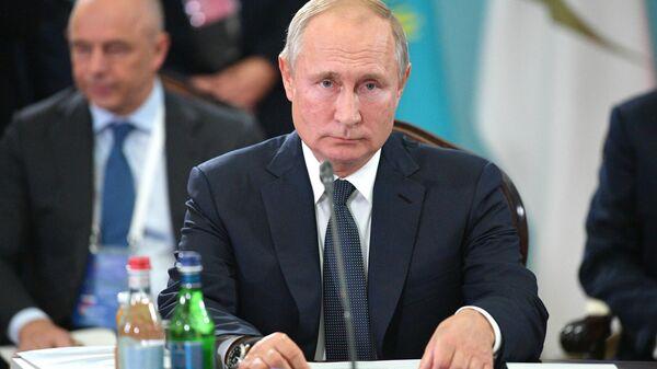 Президент РФ Владимир Путин принимает участие в заседании ВЕЭС в узком составе в Ереване. 1 октября 2019