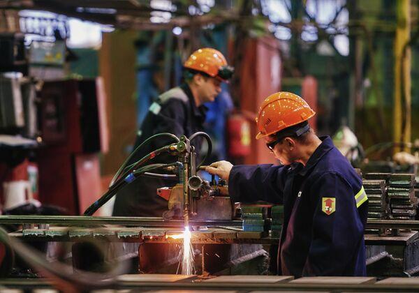 Общий объем инвестиций в строительство серии супертраулеров для  Русской рыбопромышленной компании составит более 65 миллиардов рублей.