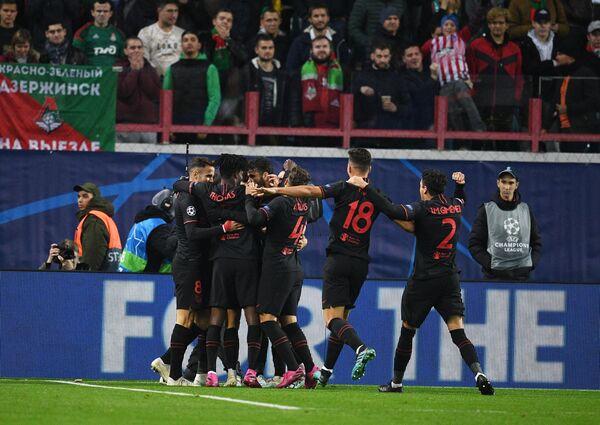 Игроки Атлетико радуются забитому голу