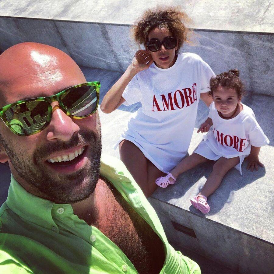 Греция. Евгений Папунаишвили с женой и дочкой