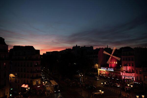 Мулен Руж в Париже, Франция