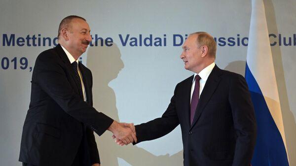 Владимир Путин и президент Азербайджана Ильхам Алиев во время встречи