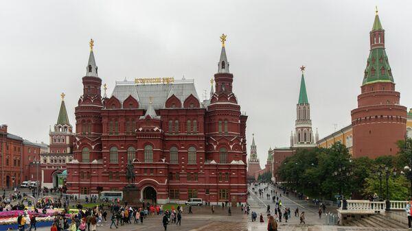 Вид на Государственный исторический музей, Иверские ворота и Кремль с Манежной площади. 2019 год