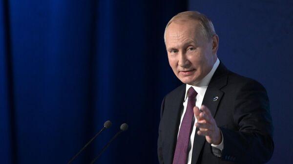LIVE: Владимир Путин на заседании набсовета АНО Россия - страна возможностей