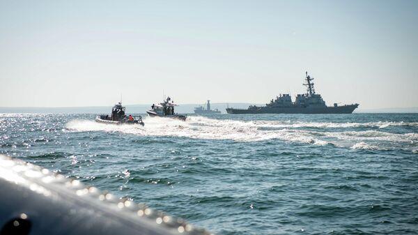 Американский эсминец Карни в Черном море