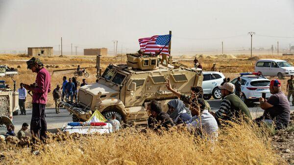 Американский военный бронеавтомобиль в сирийской провинции Эль-Хасака. 6 октября 2019