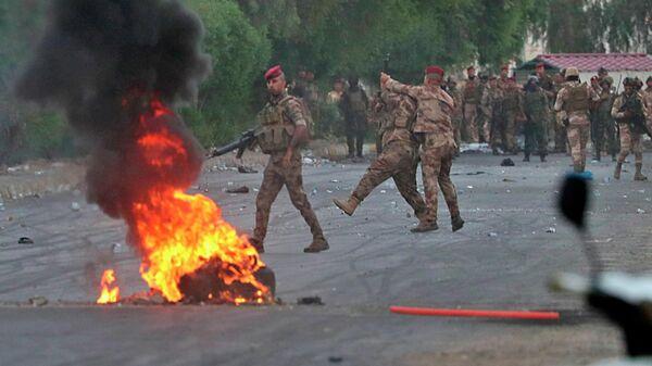 Иракские военные во время антиправительственной акции протеста в Багдаде