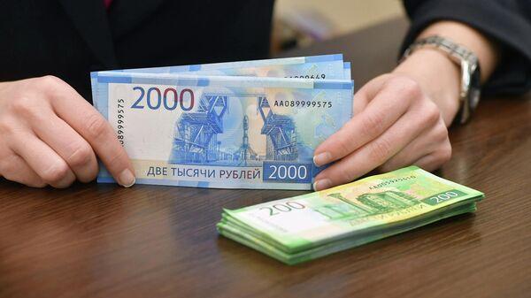 Купюры номиналом 200 и 2000 рублей