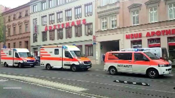 Автомобили оперативных служб на месте стрельбы в городе Галле, Германия. 9 октября 2019