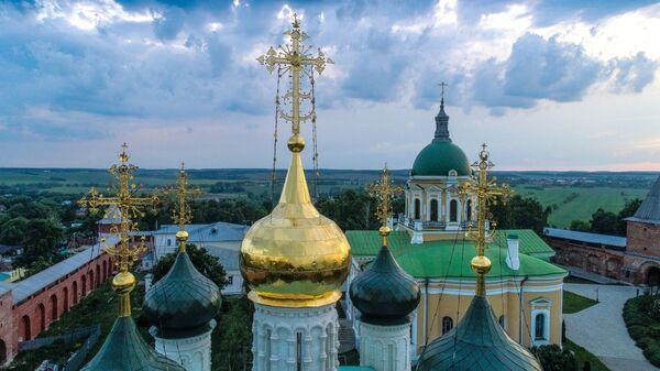 Купола собора Николая Чудотворца на территории государственного музея-заповедника Зарайский кремль