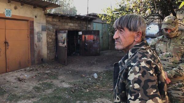 Задержанный гражданин России, готовивший взрыв в одном из административных зданий Республики Крым. Стоп-кадр видео, предоставленного ФСБ РФ