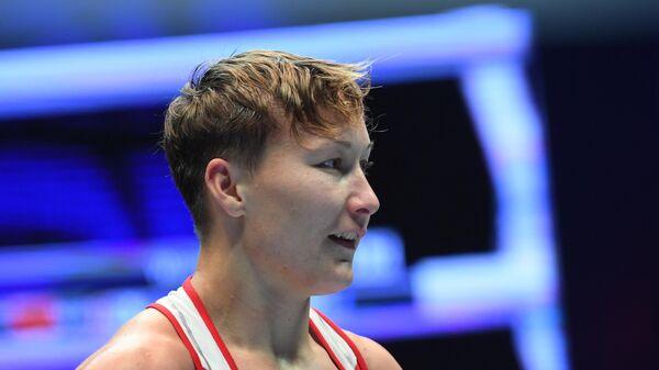 Наталья Шадрина (Россия) после поединка 1/4 финала против Биатриз Феррейры (Бразилия) в весовой категории до 60 кг на чемпионате мира по боксу AIBA среди женщин в Улан-Удэ.