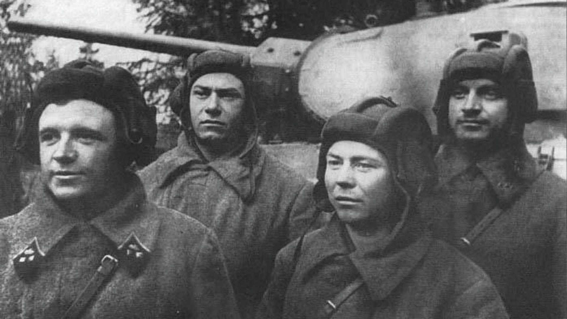 Танковый экипаж Дмитрия Лавриненко (крайний слева). Октябрь 1941 г. - РИА Новости, 1920, 14.10.2019
