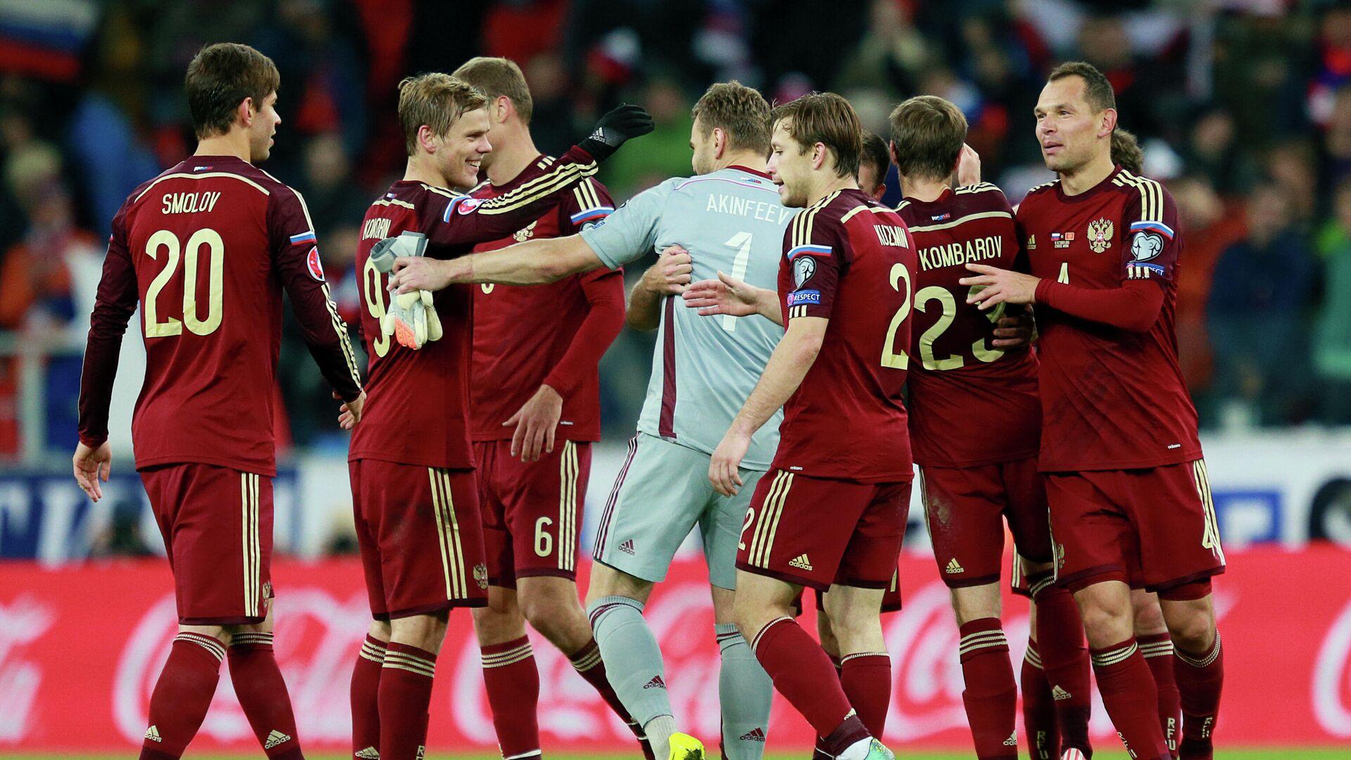 Футболисты сборной России радуются победе над командой Черногории в квалификации ЕВРО-2016 - РИА Новости, 1920, 16.04.2020