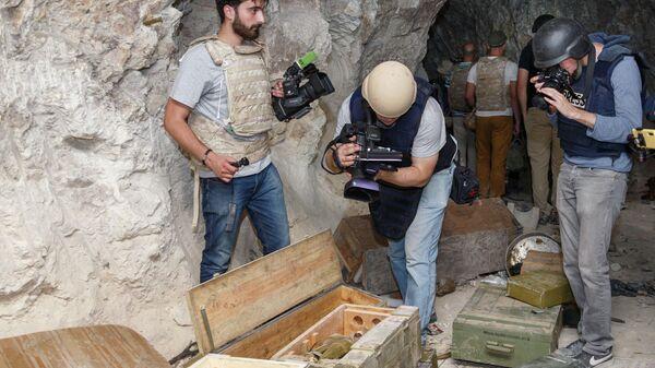 Представители прессы в бункер террористов в пещере