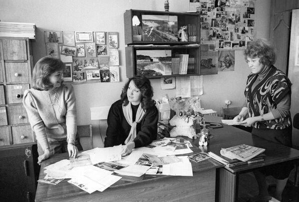 В отделе писем Главной редакции вещания на США и Англию Всемирной службы московского радио