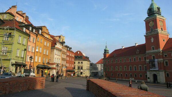 Дворцовая площадь в Варшаве. Справа - Королевский замок