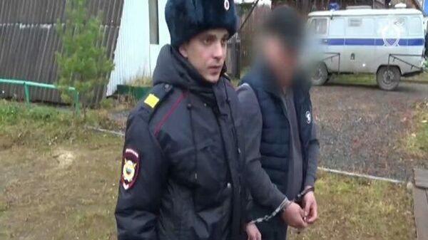 Кадры следственного эксперимента с предполагаемым насильником из Томской области