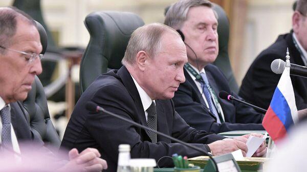 Президент РФ Владимир Путин на российско-саудовских переговорах