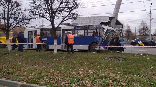 ДТП с участием троллейбуса  Чебоксарах на проспекте Тракторостроителей. 16 октября 2019