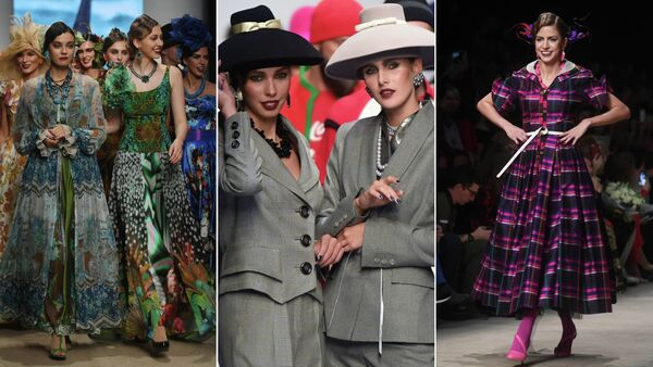 Модели демонстрируют одежду из коллекции дизайнера Славы Зайцева Москва и москвичи на площадке Mercedes-Benz Fashion Week Russia в Центральном выставочном зале Манеж в Москве